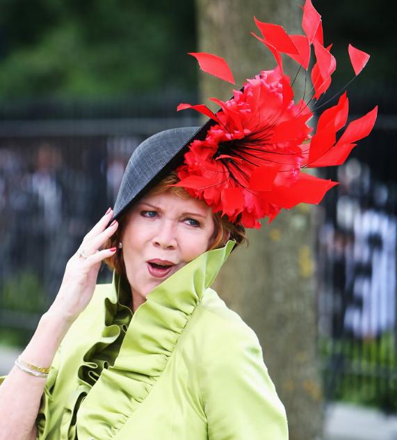 необычная женская шляпка