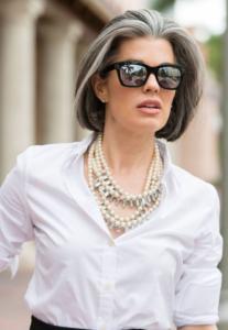 как женщине носить белую рубашку