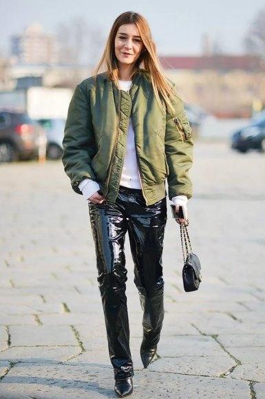 куртка-бомбер в женском образе