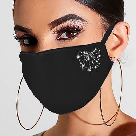 модная маска со стразами