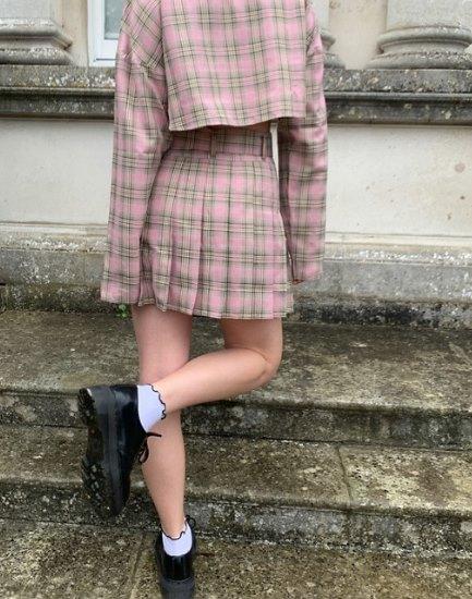 мини-юбка с классической обувью