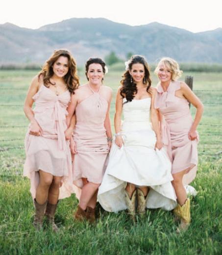 платья для свадьбы в амбаре