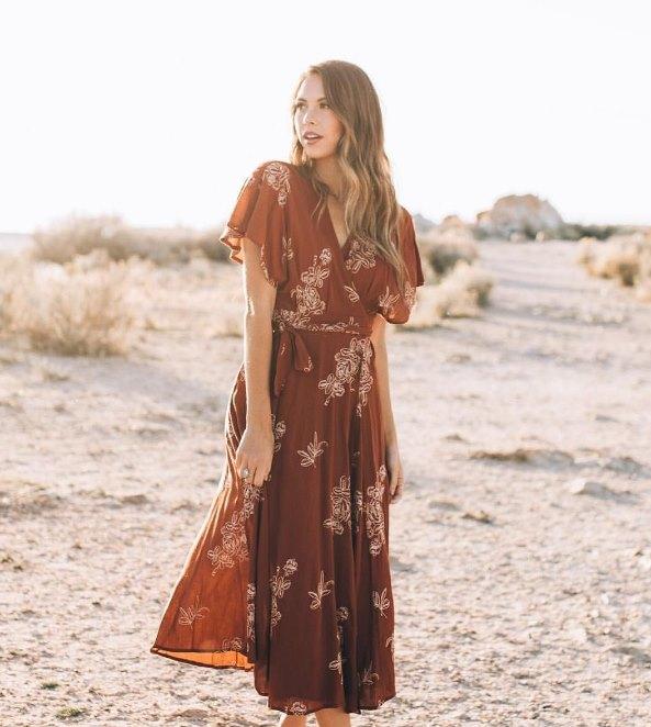 модное платье коричневых тонов
