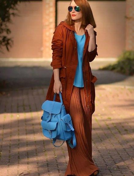 сочетание голубого и коричневого в одежде