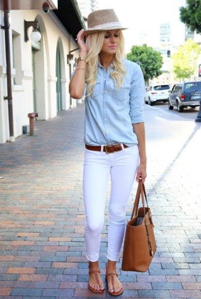 белые джинсы и рубашка шамбре