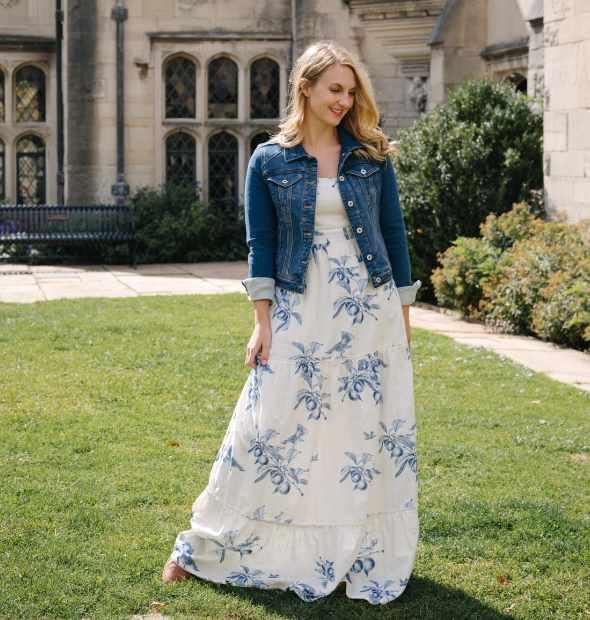 макси платье с джинсовой курткой
