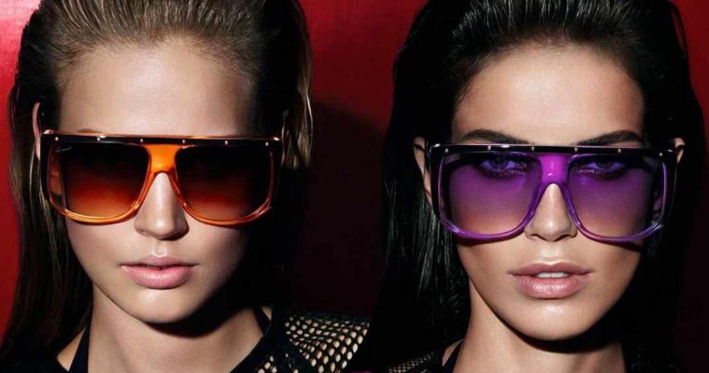 модные очки с яркой оправой