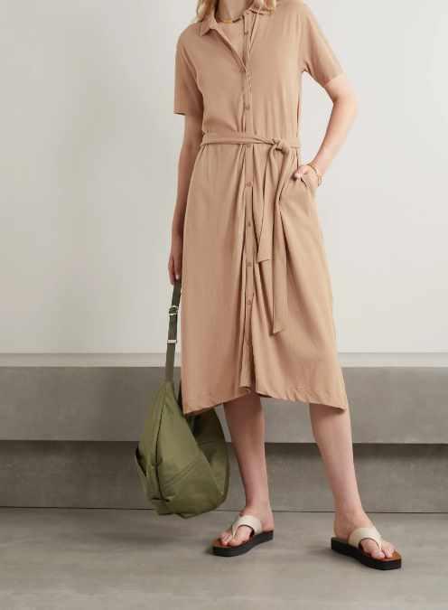 платье-рубашка с сандалиями