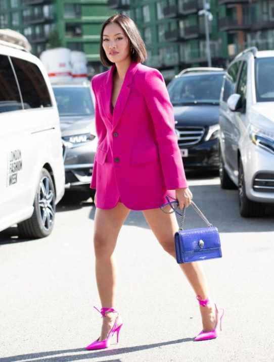 модный розовый пиджак вместо платья