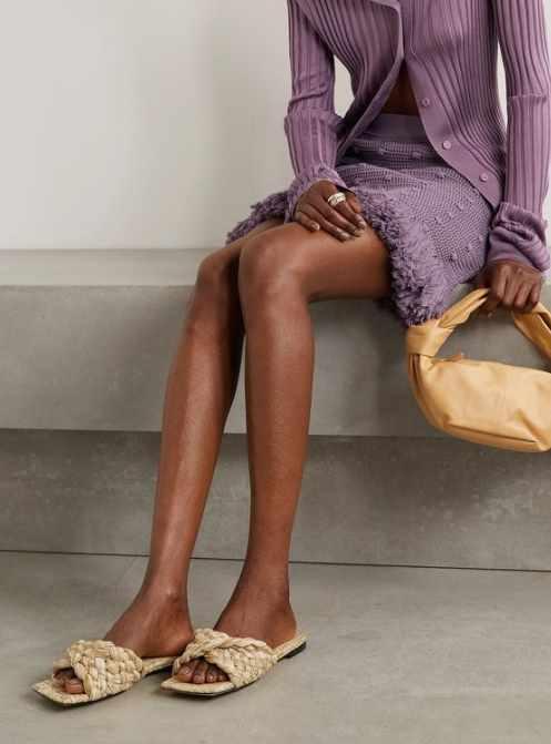 модные сандалии из рафии