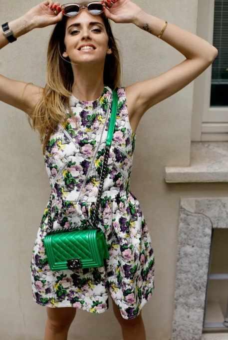 модная зеленая сумка