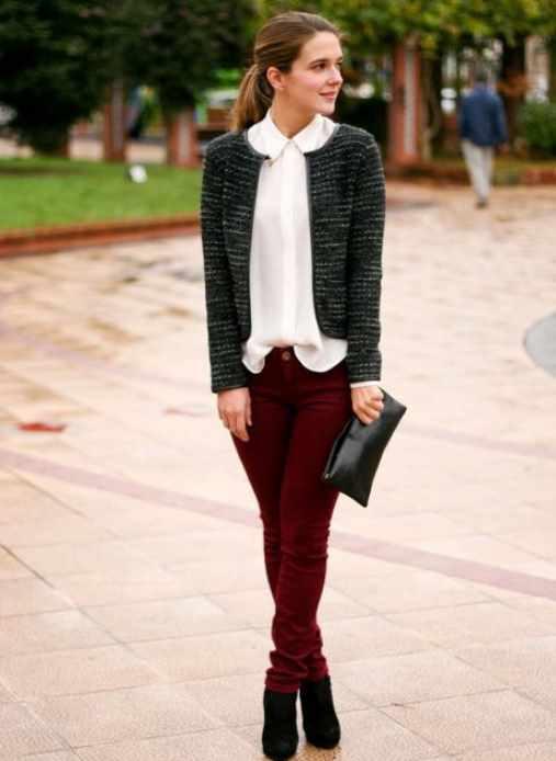 бордовые джинсы сдержанный образ