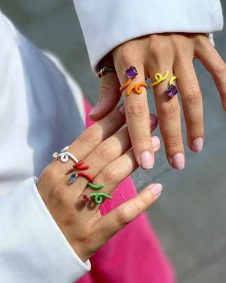 модные разноцветные украшения